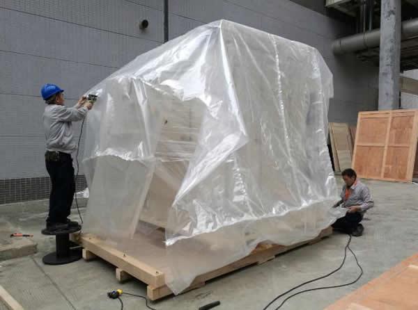 防潮包装应用案例:聚乙烯复合膜半导体设备包装(便于海关查验)